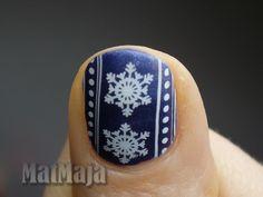 Snow flakes nails https://matmajowe.blogspot.com/2016/11/sweater-nails.html
