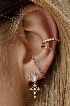 Trending Ear Piercing ideas for women. Ear Piercing Ideas and Piercing Unique Ear. Ear piercings can make you look totally different from the rest. Ear Jewelry, Cute Jewelry, Jewelery, Jewelry Accessories, Gold Jewelry, Jewelry Ideas, Jewellery Earrings, Jewelry Model, Jewelry Sketch