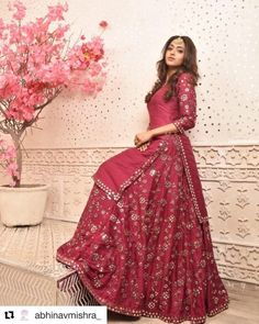 The Femina Miss India United Continents 2018 is so much more than a gorgeous face. Along with being a professional dentist, she also is a trained classical singer, Bharatnatyam dancer and a national. Pakistani Dress Design, Pakistani Dresses, Indian Dresses, Indian Outfits, Hijabi Gowns, Indian Clothes, Indian Attire, Indian Wear, Indian Designer Outfits