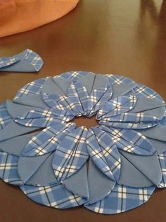 This skirt looks like it should be in anime - CraftIdea. Sewing Hacks, Sewing Crafts, Sewing Projects, Quilting Tutorials, Sewing Tutorials, Dress Sewing Patterns, Quilt Patterns, Felt Flower Pillow, Sewing Blouses