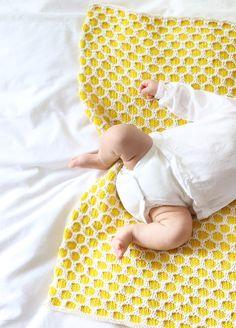Bee Blanket- Knitting kit. Get 15%off with PETITAWAK