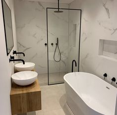 Modern bathrooms incorporate large vanities, Walk In Showers, freestanding baths, shower niches and black tapware this bathroom is one of the most bat… - Marble Bathroom Small Bathroom Layout, Modern Bathroom Design, Bathroom Interior Design, Modern Bathrooms, Master Bathrooms, Bath Design, Large Bathrooms, Dream Bathrooms, Beautiful Bathrooms