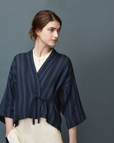 Kimono wrap-top in a soft, light, darkly striped cotton double cloth with wool. Dropped shoulders and wide, below elbow-length sleeves. Fastening at the front with a tie at each s (Cotton Top) Gilet Kimono, Kimono Jacket, Kimono Blouse, Mode Kimono, Batik Fashion, Look Chic, Fashion Outfits, Womens Fashion, Kyoto