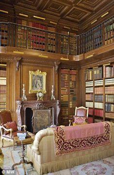 Bibliotek med balkong.
