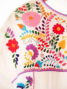 Mexican+Embroidery_viaFlickr.com.jpg (570×760)