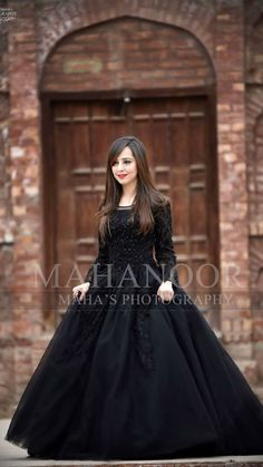 70 Ideas For Dress Maxi Party Outfit Ideas Shadi Dresses, Pakistani Dresses Casual, Pakistani Wedding Outfits, Pakistani Dress Design, Stylish Dress Designs, Stylish Dresses, Frock Fashion, Fashion Dresses, Party Wear Dresses