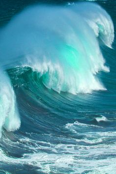 Blending of green/blue -beautiful splash of light teal on the wave