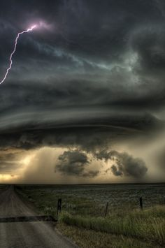 Beautiful supercell storm cloud. I knew there was a reason I loved thunderstorms.