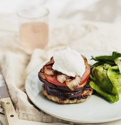 Turkey burgers & goat cream (no bun) - Trois fois par jour Turkey Burger Recipes, Turkey Burgers, Salmon Burgers, Sandwiches, Easy Meal Prep, Main Meals, Cooking Time, Finger Foods, New Recipes