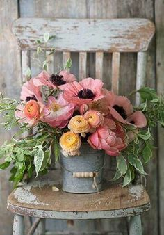 Does anything say Farmhouse Fabulous like a Charming Floral Arrangement? There is nothing like some beautiful blooms put together in a simple yet gorgeous way. You are going to find a collection of Adding a Touch of Spring with Farmhouse Flower Ideas th Arte Floral, Deco Floral, Ikebana, My Flower, Fresh Flowers, Beautiful Flowers, Flower Ideas, Pink Flowers, Pink Poppies