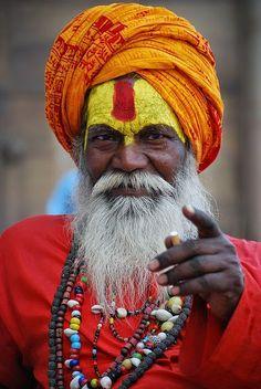 A sadhu at Har ki pauri, Haridwaar Indian Saints, Hacker Wallpaper, Sketch Poses, India Culture, Asian History, Transformation Body, People Around The World, World Cultures, Portrait Photography