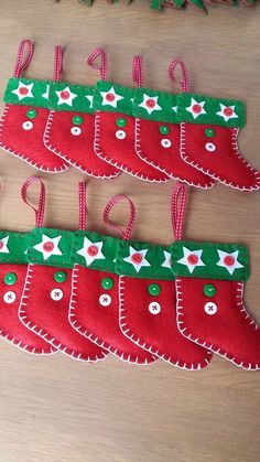 Fabric Christmas Ornaments, Felt Christmas Decorations, Felt Ornaments, How To Make Ornaments, Christmas Fun, Felt Diy, Felt Crafts, Christmas Classroom Door, Easy Crafts To Sell