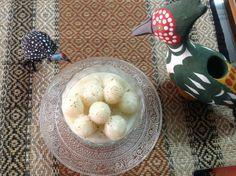 Steam rice dumplings in coconut sauce Coconut Sauce, Rice Balls, Steamed Rice, Dumplings, Dishes, Drink, Kitchen, Food, Cucina