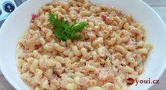 postup: Těstoviny klasicky dáme vařit do hrnce s vroucí osolenou vodou.Dokud se uvaří, na oleji si osmažíme cibulku a přidáme k ní i nakrájenou slaninu a později klobásu.Sýr si rozmícháme se zakysanou smetanou. Když se těstoviny uvaří, scedíme, necháme v hrnci a přimícháme nejdříve obsah pánve – masíčko is výpekem a potom smetanu se sýrem.promícháme … Appetizer Recipes, Appetizers, Food Words, Canapes, Party Snacks, Couscous, Risotto, Macaroni And Cheese, Meal Prep