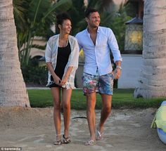 Michelle Keegan on holiday in Dubai with fiance Mark Wright wearing her Pearlescence pearl anklet http://www.pearlescence.co.uk/product_info.php/cPath/192_213/products_id/3755