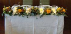 秋らしい雰囲気のメインテーブル #ウェディング #キャンドル #メインテーブル #会場装花 #フラワーコーディネート #装飾 #秋 #オレンジ #ブラウン #グリーン