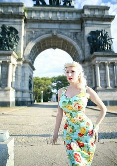You might remember my first time to Prospect Park back in May, and today we're back! This time, it's floral & opulence under the Grand A. Retro Fashion, Girl Fashion, Vintage Fashion, Vintage Mode, Top Vintage, Pop Art, Mode Rockabilly, Vintage Dresses, Vintage Outfits