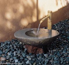 Stone Basin from Stone Forest garden basin collection Modern Japanese Garden, Japanese Water, Japanese Style, Japanese Gardens, Stone Fountains, Garden Fountains, Fountain Garden, Water Fountains, Magazine Deco