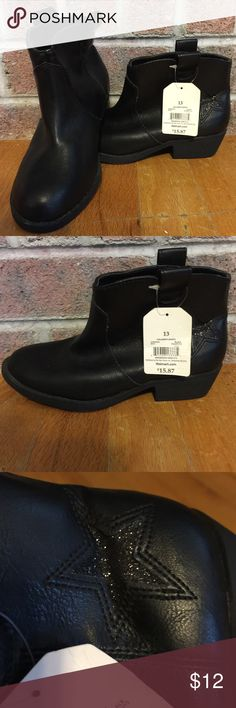NWT girls black booties with sparkly star Please feel free to ask any questions or make an offer, and as always THANK YOU for shopping my posh closet! Xoxo -Tish Faded Glory Shoes Dress Shoes