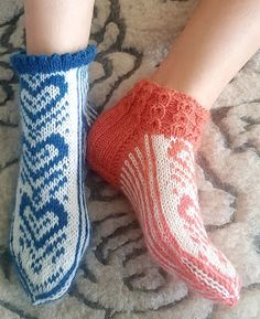 Knitting Socks, Mittens, Fashion, Knit Socks, Fingerless Mitts, Moda, Fashion Styles, Fingerless Mittens, Gloves