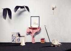 Diva pink, ostrich console and Karl & Adam ravens.  ibride catalogue 2016-2017 #home #design #outdoor #decoration #furniture #animal #livingroom photo CyrilleRobin www.ibride.fr