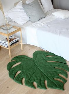 Green Leaf play mat, Monstera Decor for Tropical Nursery Green Leaf Spielmatte, Monstera Decor für Tropical Nursery - Unique Baby Bathing Tropical Nursery, Tropical Decor, Tropical Furniture, Diy Pillows, Decorative Pillows, Cheap Home Decor, Diy Home Decor, Diy Recycling, Home And Deco
