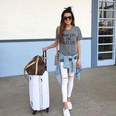10 Outfits con jeans blancos para verte chic en tu universidad