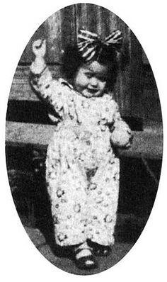 Elis Regina, com apenas um aninho. :)
