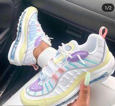 Sneakers Mode, Cute Sneakers, Sneakers Fashion, Shoes Sneakers, Cool Womens Sneakers, Nike Fashion, Jordan Shoes Girls, Girls Shoes, Nike Air Shoes