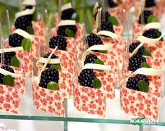 New fruit tart plating desserts Ideas Fruit Party, Fruit Snacks, Candy Party, Mini Wedding Cakes, Mini Cakes, Chocolates, Dressing For Fruit Salad, Classic Cake, New Fruit