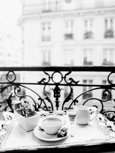 ♔ Breakfast in Paris