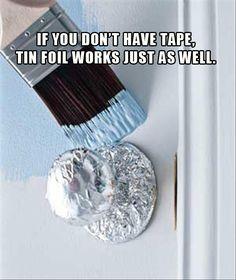 Pas de ruban à masquer?  Pas de problème!  Utilisez du papier d'aluminium qui moulera l'objet à protéger et restera en place.
