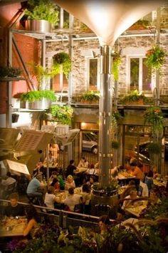 Jardin Nelson, vieux-port Montréal - Brunch, souper, soirée. Endroit toujours plaisant avec un band de musique en soirée !