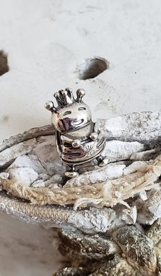 Authentic Pandora Queen Bee 20th Anniversary March Charm Collector Hallmarked S925 ALE Sterling/ Certificate of Authenticity NWOT #798954COO Pandora Shop, Pandora Jewelry, Pandora Charms, Pandora Bracelets, Pandora Anniversary Charm, Maybe For You, Pandora Collection, Kilt Pin, Floating Charms