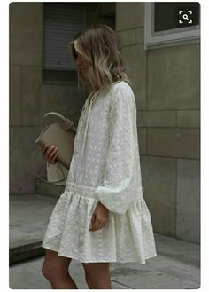 Fashion dresses - Big white dress with nice details Mode Chic, Mode Style, Spring Summer Fashion, Spring Outfits, Winter Fashion, Look Fashion, Fashion Tips, Fashion Design, Fashion Quiz