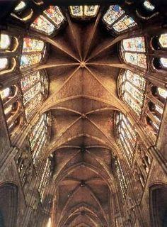 Vista techo interior Catedral de Leon - España