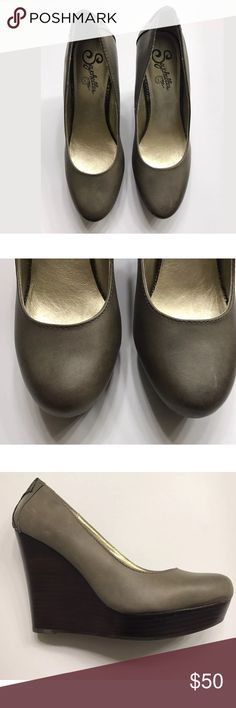 Seychelles Round Toe Leather Wedge Shoes Sz 7.5 Size 7.5 Leather upper  Olive green  Back design Seychelles Shoes Wedges