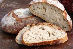 It was very intriguing for me to try making a bread with no yeast, using only water, flour and salt.