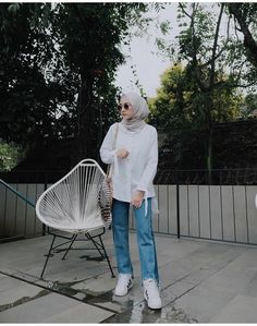 Super Ideas For Sport Chic Style Casual Shirts Casual Chic Summer, Casual Chic Style, Casual Summer Outfits, Outfit Summer, Casual Hijab Outfit, Outfit Jeans, Hijab Fashion Inspiration, Style Inspiration, Outfit Look