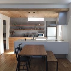 Architektur & Innenarchitektur Living with Really Necessary Things-Exploring the house of ___omal, a Kitchen Furniture, Kitchen Dinning, House Interior, Home Kitchens, Japanese Interior, Kitchen Design Small, Kitchen Remodel, Interior Design Kitchen Contemporary, Modern Apartment Decor