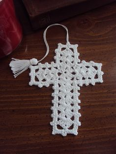 Crochet cross pattern seems to be the best loved of many who love crocheting. It is because this pattern has an elegant result. Moreover, cross crochet pattern is easy to do even for a beginner in crocheting. Crochet Angels, Crochet Cross, Thread Crochet, Filet Crochet, Crochet Stitches, Crochet Lace, Crochet Bookmark Pattern, Crochet Bookmarks, Crochet Patterns