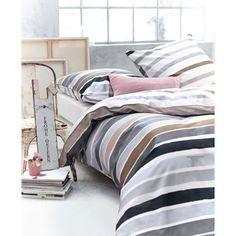 Klassisch-moderne Streifen, an Ober- und Unterseite in konträrer Farbgebung designt, machen diese geschmackvolle Bettwäsche mit Reißverschluss zum zeitlos schönen Eyecatcher.