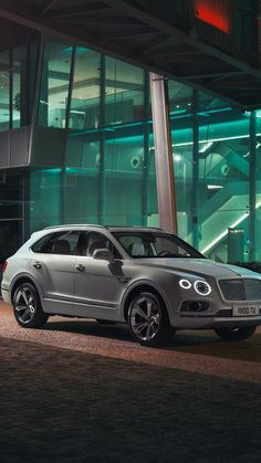 Best Bentley SUV Photos Gallery - My vision board - Super Car Pictures New Luxury Cars, Small Luxury Cars, Luxury Car Brands, Luxury Suv, Bently Car, Bentley Suv, Best Suv, Car Wallpapers, Nissan Leaf