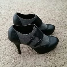 Black and Gray Pumps Super adorable heels! These are in acceptable condition with some scuff makes in the back of the heels. Not noticeable unless you're up close. Dexflex Shoes Heels