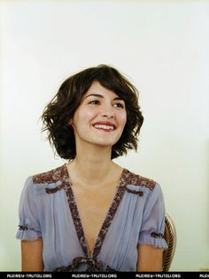 Audrey Tautou sporting the most perfect, relaxed bob. New hair. Short Hair Waves, Short Wavy Hair, Wavy Bobs, Messy Hair, Short Bobs, Messy Ponytail, Audrey Tautou, Wavy Bob Haircuts, Modern Haircuts