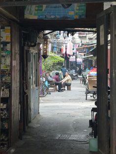 """Shanghai: """"Zigzag Bridge"""""""