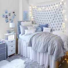 College Bedroom Decor, Cool Dorm Rooms, Room Ideas Bedroom, Girl Dorm Decor, Dorm Room Themes, Dorm Room Colors, College Apartment Bedrooms, Dorm Room Decorations, Preppy Dorm Room