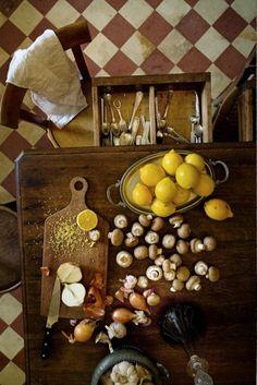 Cozy Kitchen, Kitchen Dining, Kitchen Ideas, Italian Antipasto, Mimi Thorisson, Purple Home, Ivy House, Food Pictures, Vintage Kitchen