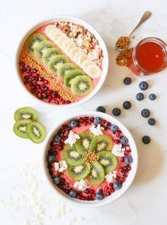 herbivorlicious: Strawberry Kombucha Smoothie Bowl