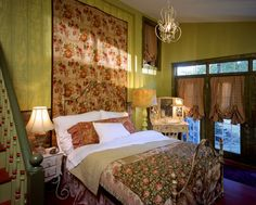 bedroom design by Leslie Lewart